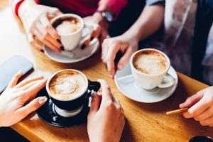 abitudine a bere troppo caffè