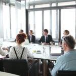 expat in riunione di lavoro